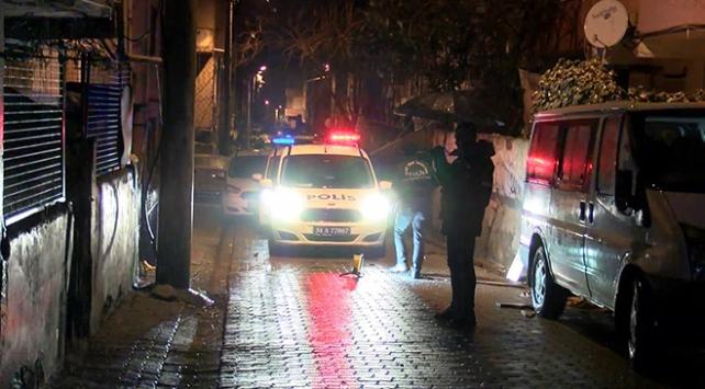 İstanbulda tartışma bıçaklı kavgaya dönüştü: 3 yaralı