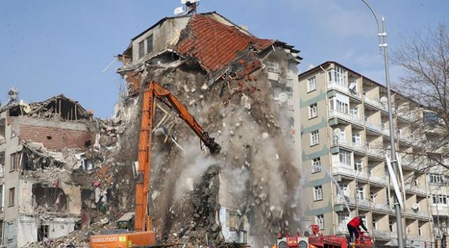 İlk yıkılan 58 binanın acil kira yardımı bugün başlayacak