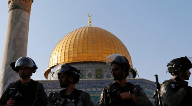 İsrail polisi, Filistinli kadınları Mescid-i Aksada gözaltına aldı