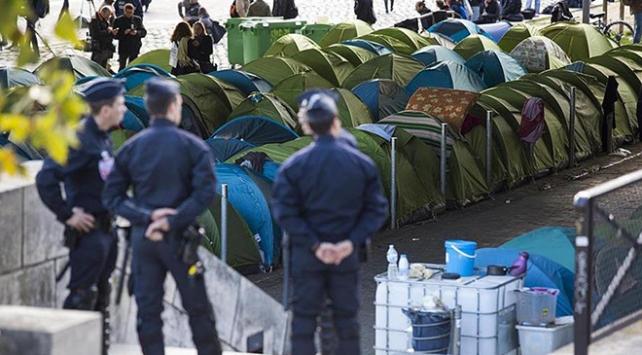 Pariste bin 400 düzensiz göçmenin kaldığı kamp tahliye edildi