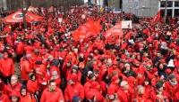 Belçika'nın başkentinde binlerce kişi, sosyal haklarının temini için toplandı