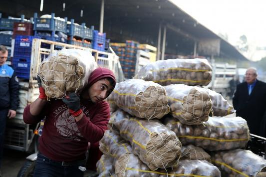 Adana ve Mersinden deprem bölgesine yardım