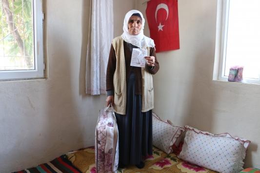 Kimsesiz kadın elindeki son parayı depremzedeler için gönderdi