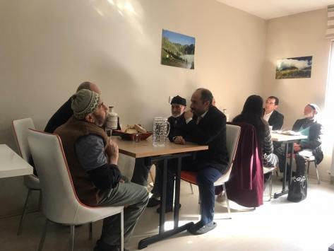 Yusufeli Kaymakamı Özdemir, yaşlı konuk evindeki yaşlılarla bir araya geldi