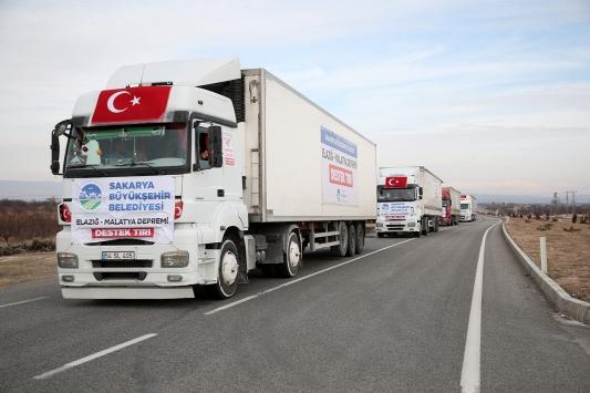 Sakaryadan gönderilen yardımlar deprem bölgesine ulaştı