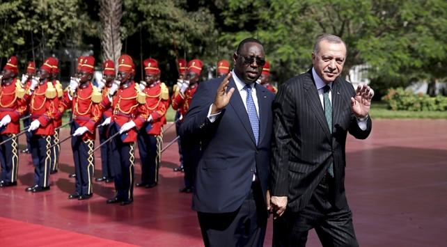 Cumhurbaşkanı Erdoğan Senegalde resmi törenle karşılandı