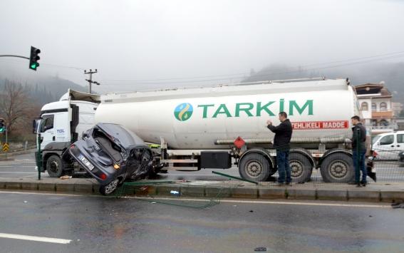 Kocaelide tanker ile otomobil çarpıştı: 3 yaralı