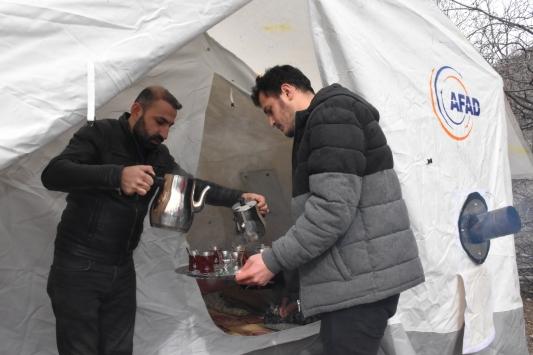 Adıyamanın köylerinde depremzedeler için çadırlar kuruldu