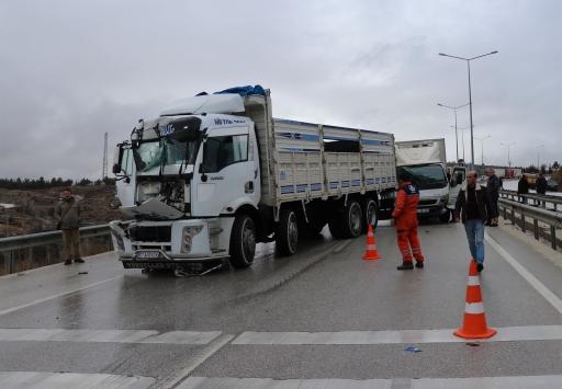 Burdurda zincirleme trafik kazasında 3 kilometrelik araç kuyruğu oluştu