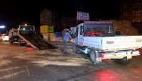 Arnavutköy'de otomobil kamyonetle çarpıştı: 2 yaralı