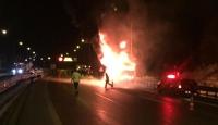 Cenazeye giden otobüs yandı, yolcular camları kırarak araçtan indi