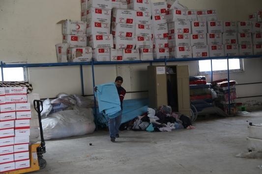 Şanlıurfadan İdlibe 3 tır insani yardım malzemesi gönderildi