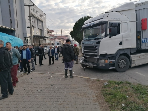 Samsunda tır ile otomobilin çarpışması sonucu 2 kişi yaralandı