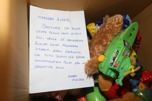 Ankaradan depremzedelere yardım tırları gönderildi
