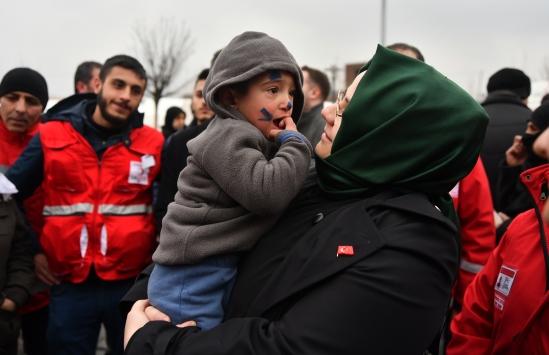 Bakan Zehra Zümrüt Selçuk Elazığda depremzedeleri ziyaret etti