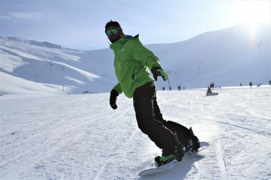 Abalı Kayak Merkezi kayakseverlerin akınına uğradı
