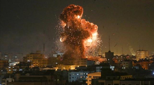 İsrail, Gazzeyi savaş uçaklarıyla vurmayı sürdürüyor