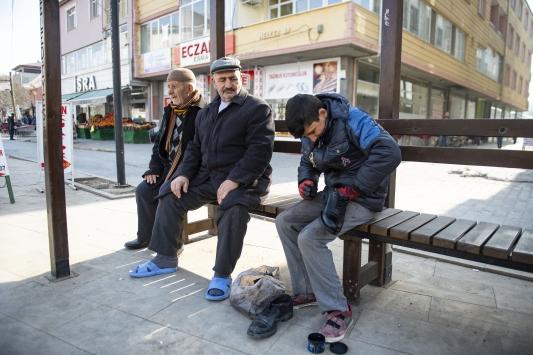 Ayakkabı boyayarak kazandığı harçlığını depremzedelere bağışladı