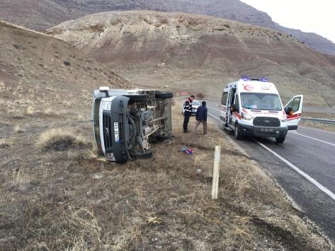 Erzincanda kamyonet kazası: 3 yaralı