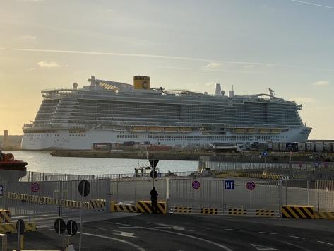 İtalyada yeni tip koronavirüs şüphesiyle yolcu gemisi karantinaya alındı