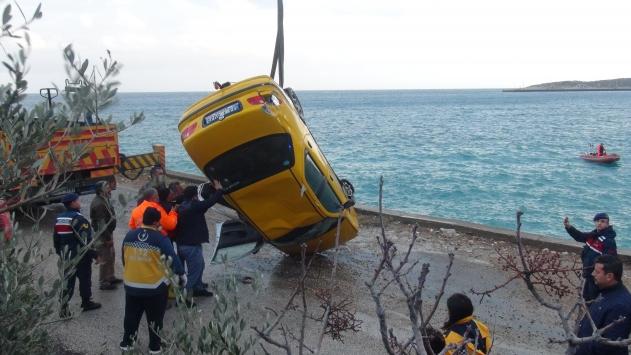 Mersinde denize devrilen otomobilin sürücüsü öldü