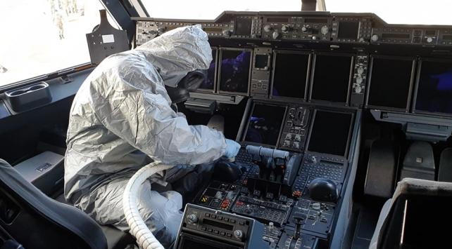 Çinden gelen uçak dezenfekte edildi