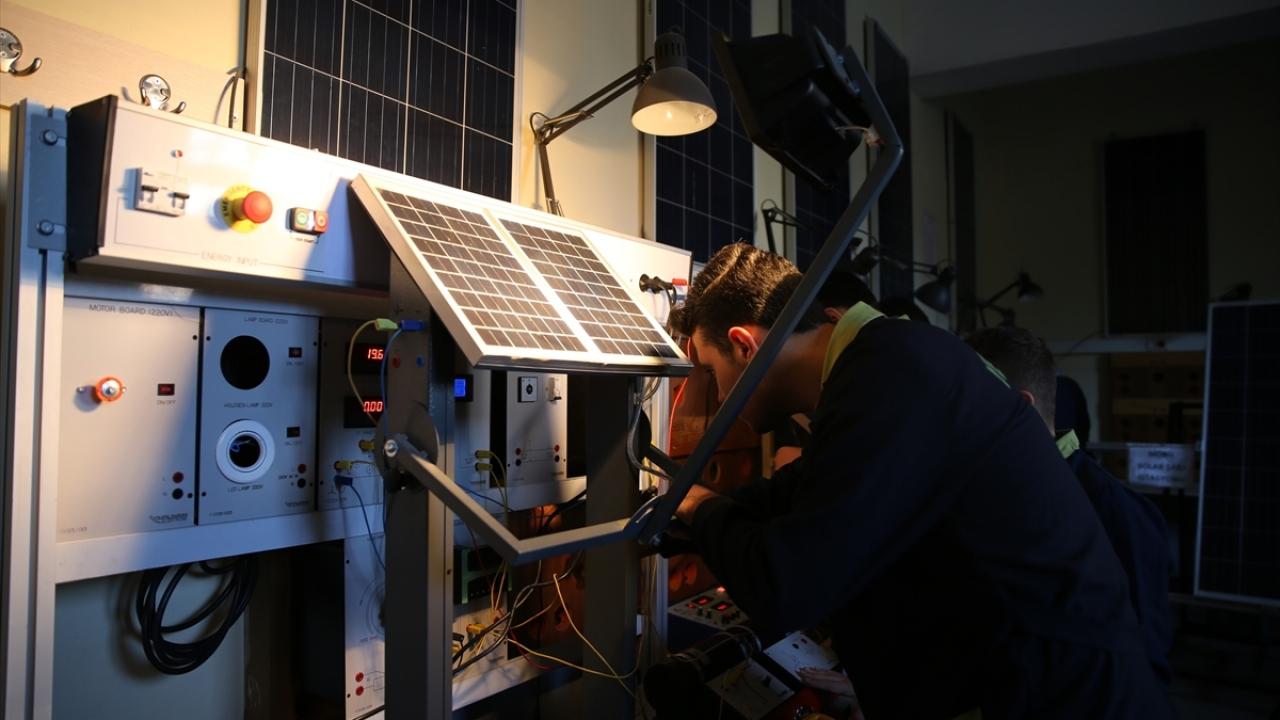 Okulun enerji ihtiyacının yüzde 50si güneş ve rüzgardan