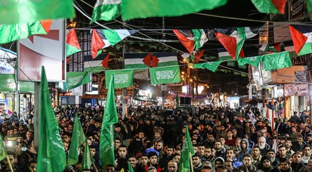Yüzlerce Filistinli, Trumpın sözde barış planını protesto etti