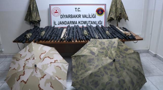 Diyarbakırda teröristlerin kullandığı termal şemsiyeler ele geçirildi