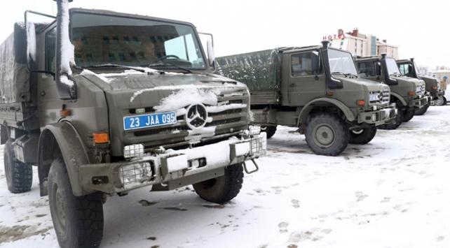Askeri araçlar depremzedelerin hizmetinde