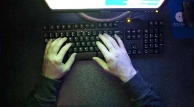Hackerlar Twitterın hesaplarını ele geçirdi