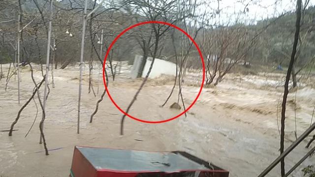 Mersin'de konteyner ev sele kapıldı