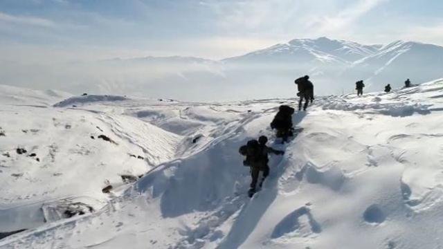 MSB'den karla kaplı dağlarda terörle mücadele videosu