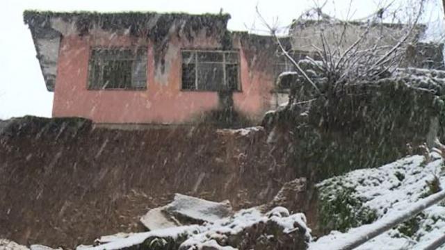 Rize'de ve Adana'da evler heyelandan zarar gördü