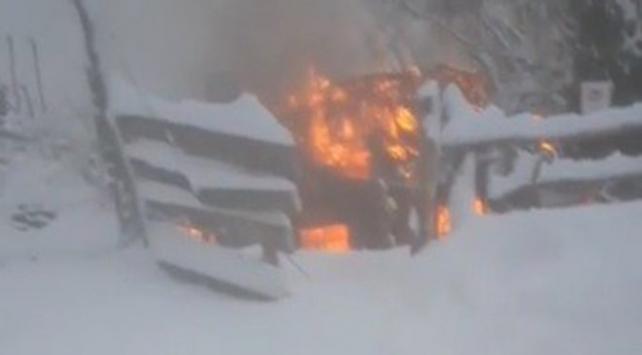 Kastamonuda çıkan yangında ahşap ev kül oldu