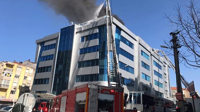İzmir'de özel hastanenin çatı katında yangın çıktı