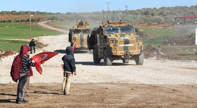TSKdan İdlibdeki gözlem noktalarına tank ve mühimmat takviyesi