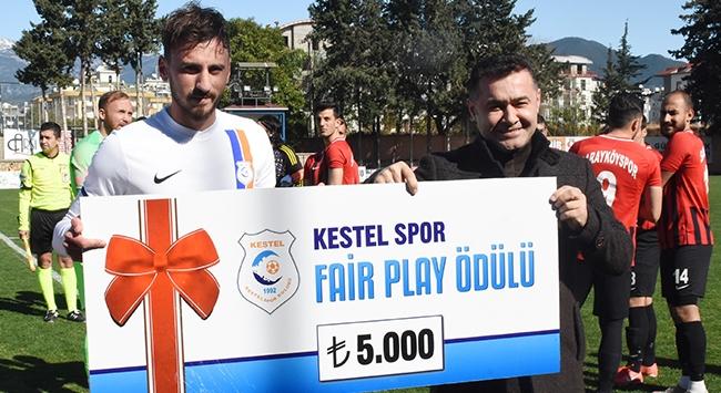 Centilmen futbolcudan Mehmetçik Vakfına bağış