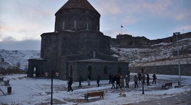 Avrupalı büyükelçiler Doğu Ekspresi ile geldikleri Karsın tarihi yerlerini gezdi