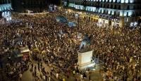 Göstericiler Meydanı Geri Aldı