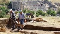 Efes'te Yeni Bir Tiyatro Ve Tapınak