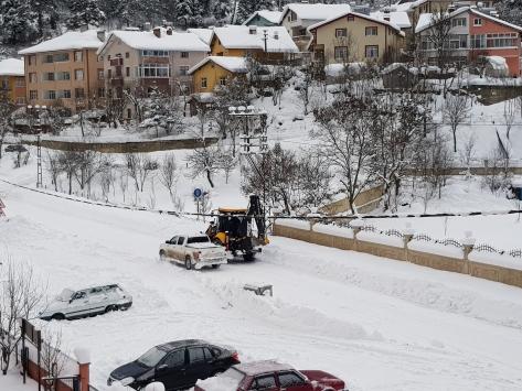 Kastamonunun Azdavay ilçesinde kar kalınlığı 1 metreye yaklaştı