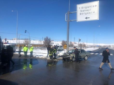 Sivasta iki otomobil çarpıştı: 6 yaralı