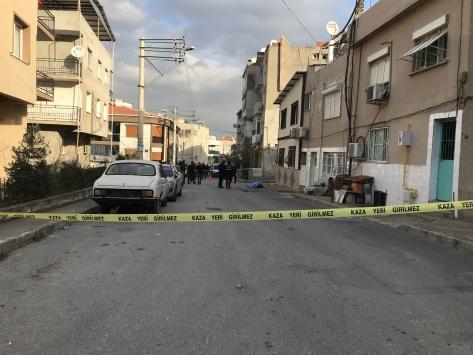 İzmirde işe gitmek için evden çıkan kişi bıçaklanarak öldürüldü