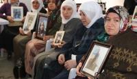 Terörün pençesinden oğullarını kurtaran aile, sevinçlerini Diyarbakır anneleriyle paylaştı