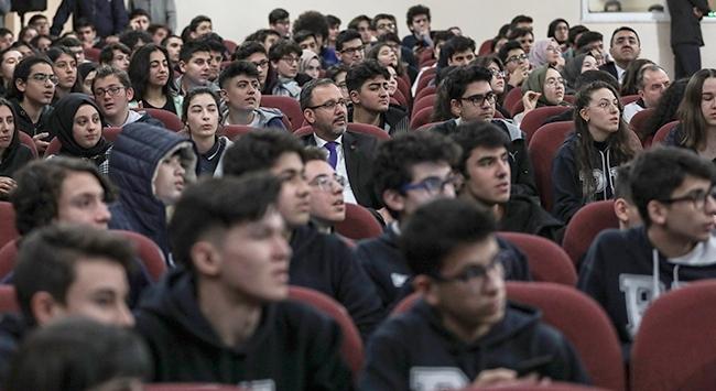 Bakan Kasapoğlu öğrencilerle bir araya geldi