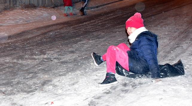 Yıllar sonra yağan kar en çok çocukları sevindirdi