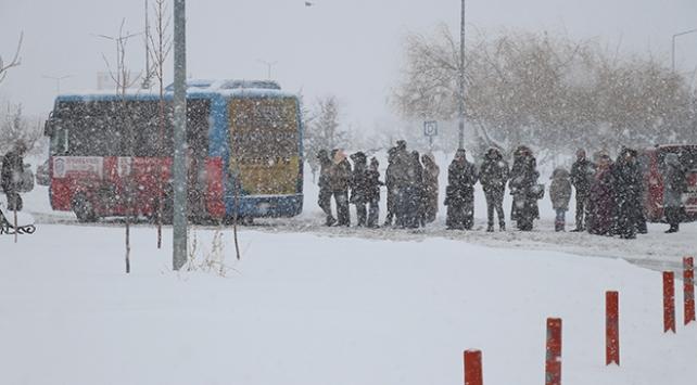 Yoğun kar nedeniyle Vanda kriz merkezi kuruldu