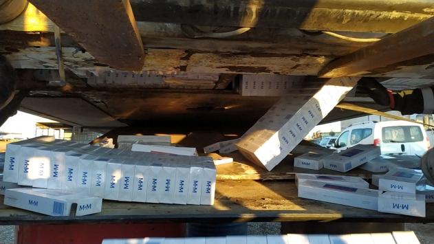 Adanada bir tırda 28 bin 550 paket kaçak sigara ele geçirildi