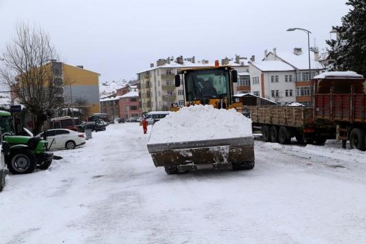 Kastamonuda toplanan karlardan 4 metre yüksekliğinde tepe oluştu